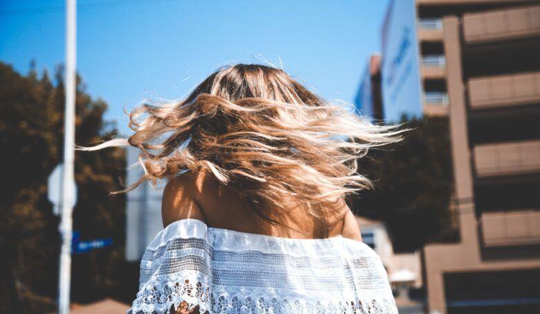 Celoročne zdravé vlasy: ako sa starať o svoju korunu krásy