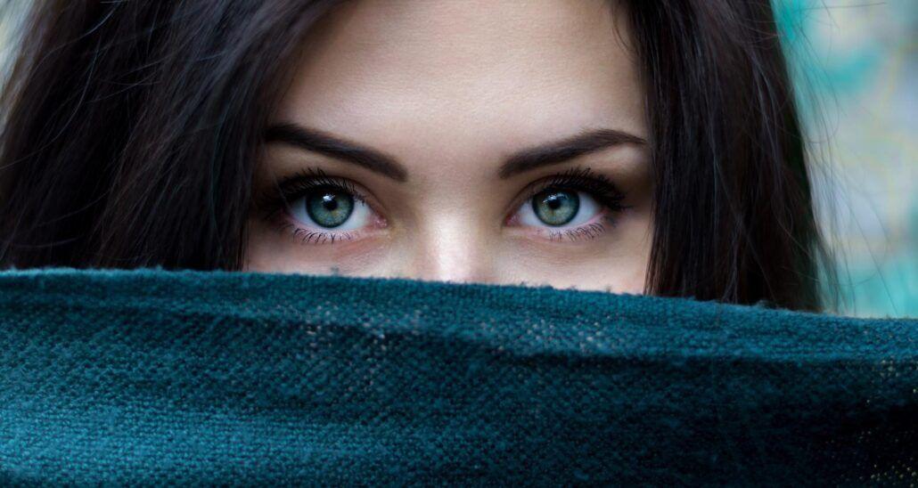 Zdravie očí - ženská tvár zahalená šatkou